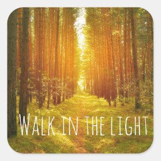 Paseo inspirado en el verso ligero de la biblia pegatina cuadrada