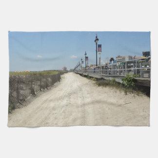 Paseo marítimo de la ciudad del océano toallas de mano
