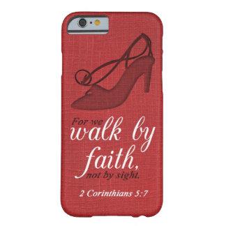 Paseo por cita del verso de la biblia del 5:7 de funda de iPhone 6 barely there