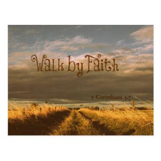 Paseo por escritura del verso de la biblia de la tarjeta postal
