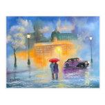 Paseo romántico de los pares del paraguas rojo del postal