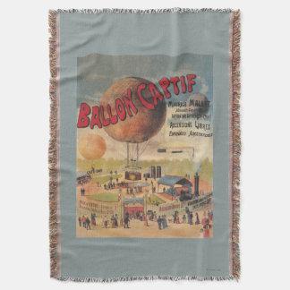Paseos del globo prisionero en un poster de la manta