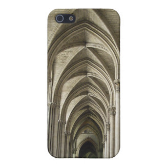Pasillo de la catedral iPhone 5 carcasas