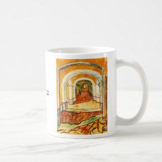 Pasillo en el asilo de Vincent van Gogh Tazas