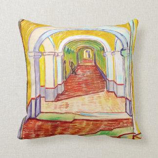Pasillo en el hospital Vincent van Gogh de San Pab Almohadas