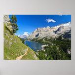 Paso de Dolomiti - de Fedaia con el lago Poster