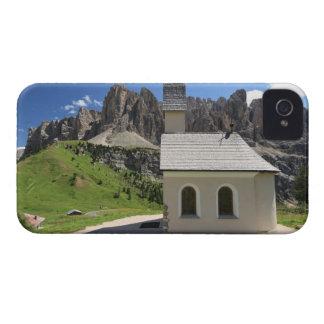 Paso de Gardena - pequeña iglesia iPhone 4 Cárcasas