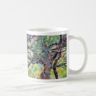 Paso de Glengesh en el árbol viejo de Irlanda Taza