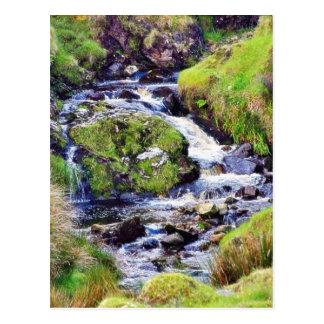 Paso de Glengesh en musgo del agua de los arroyos Tarjetas Postales