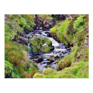 Paso de Glengesh en musgo del agua de los arroyos Tarjeta Postal