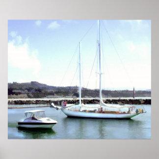 Paso del barco del poder y del barco de vela en pu póster