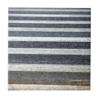 Paso del paso de peatones o de cebra teja  ceramica
