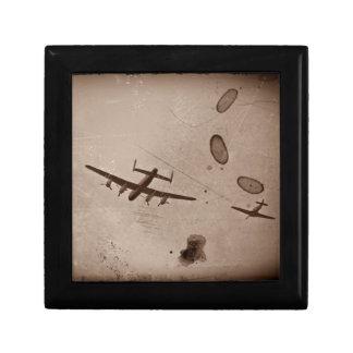 Paso elevado de Avro Lancaster Joyero Cuadrado Pequeño