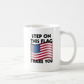 Paso en esta bandera me atrevo le taza