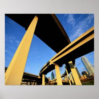Paso superior de la autopista sin peaje en Dallas Póster