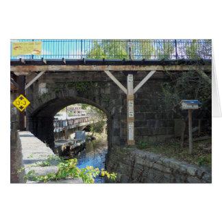 Paso superior del ferrocarril de la ciudad de tarjeta de felicitación