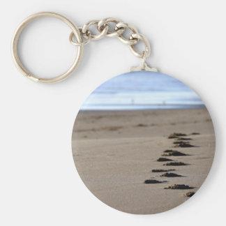 Pasos de la playa llavero