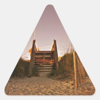 Pasos de la playa pegatina triangular