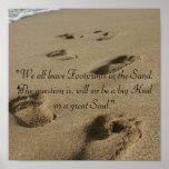 Pasos en la arena posters