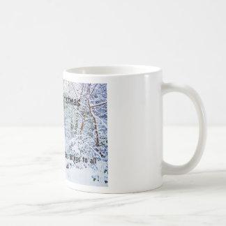 Pasos en la nieve taza de café