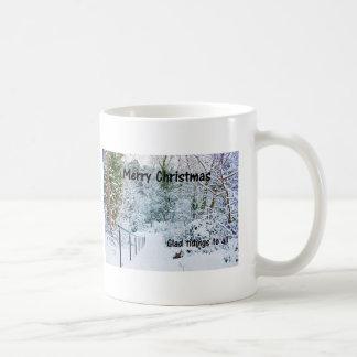 Pasos en la nieve taza clásica