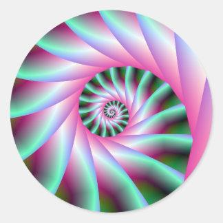 Pasos espirales del rosa y del verde pegatina redonda