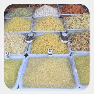 Pastas, cereal, cesta, comida italiana, mercado pegatina cuadrada