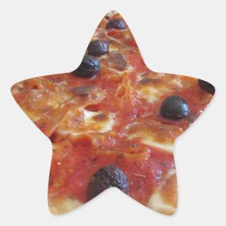 Pastas cocidas hechas hogar en el fondo blanco pegatina en forma de estrella