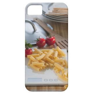 Pastas crudas en escala del peso iPhone 5 carcasa