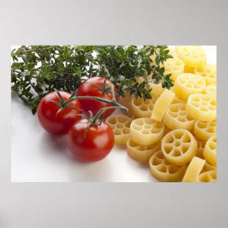 Pastas de Rotelle e impresión de los ingredientes Póster