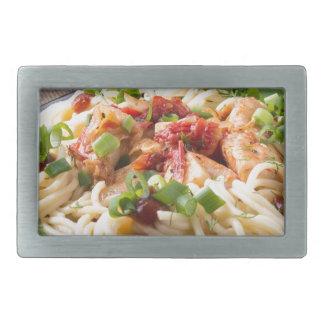 Pastas hechas en casa con el pollo y la verdura hebilla cinturon rectangular