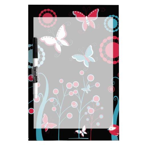 Pastel azul de mariposas del rosa femenino bonito  tablero blanco