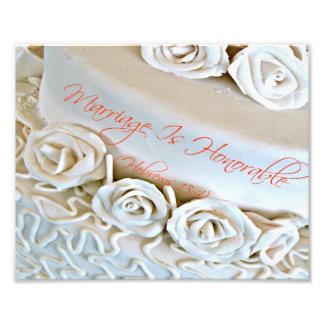 Pastel de bodas blanco con verso de la biblia de h fotografías
