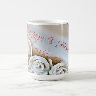 Pastel de bodas blanco con verso de la biblia de h taza