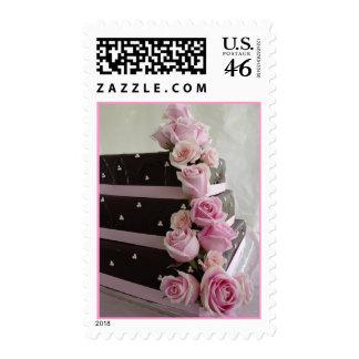 Pastel de bodas color de rosa de la cascada