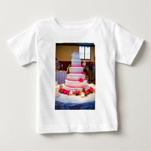 Pastel de bodas hermoso playera de bebé