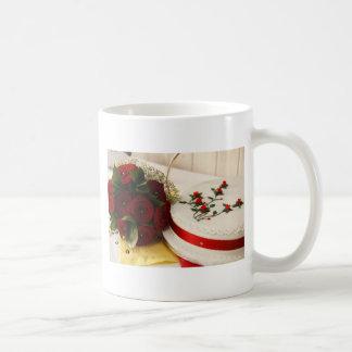 Pastel de bodas rojo y blanco taza