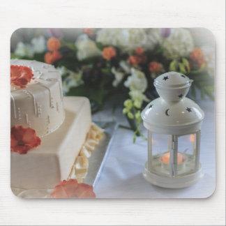 Pastel de bodas y linterna alfombrillas de ratón