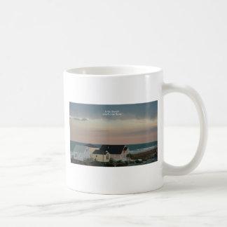Pastel de la playa de la locura taza clásica