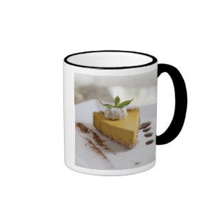 Pastel de queso de la calabaza tazas de café