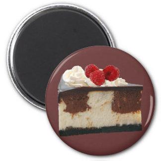 Pastel de queso de la frambuesa del chocolate imán redondo 5 cm