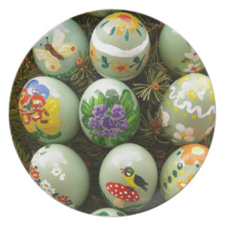 Pastel Green Painted Eggs Party Plates