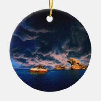 pastel tempestuoso del oasis adorno navideño redondo de cerámica