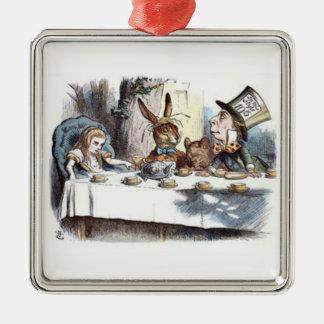 Pasteles enojados de una fiesta del té adorno cuadrado plateado