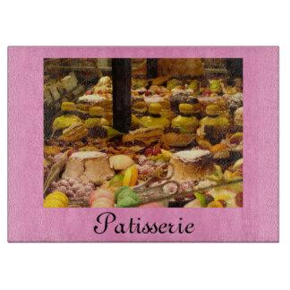 ¡Pasteles franceses en una ventana del Patisserie! Tabla De Cortar