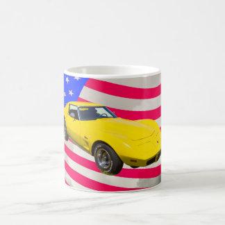 Pastinaca 1975 del Corvette con la bandera Taza De Café
