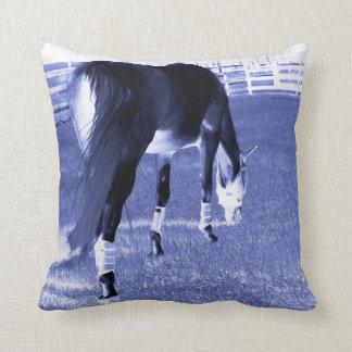 pasto azul del caballo en imagen equina cojín