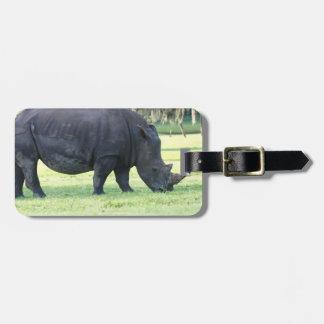 Pasto de la etiqueta del equipaje del rinoceronte