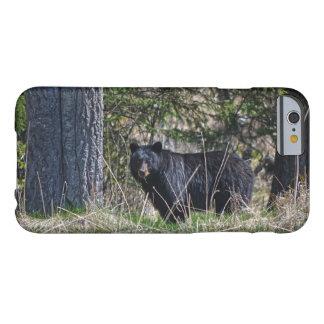 Pasto de la foto salvaje de la fauna del oso negro funda barely there iPhone 6