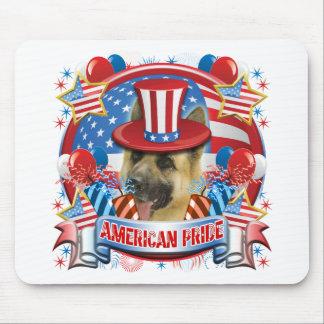 Pastor alemán del orgullo americano tapetes de ratón